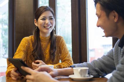 カフェ、カップルの会話