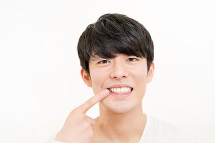 キレイな歯の男性