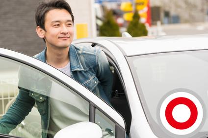 車だけでなく、顔がしっかりわかるあなたも映り込むように撮影するとGood!